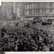 VE_DAY_Piccadily_1945